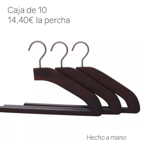 percha de lujo en madera para pantalones