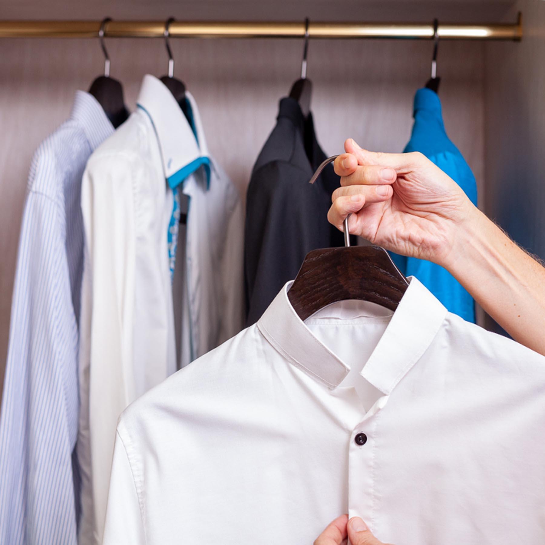 10 cintres pour chemise en frêne - coloris noir brossé