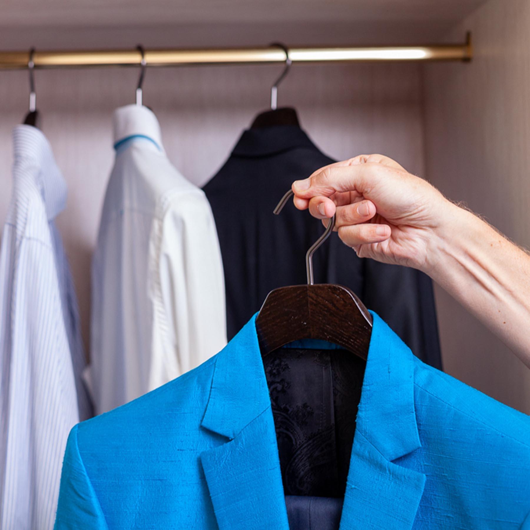 6 cintres pour veste et costume en frêne - coloris noir brossé