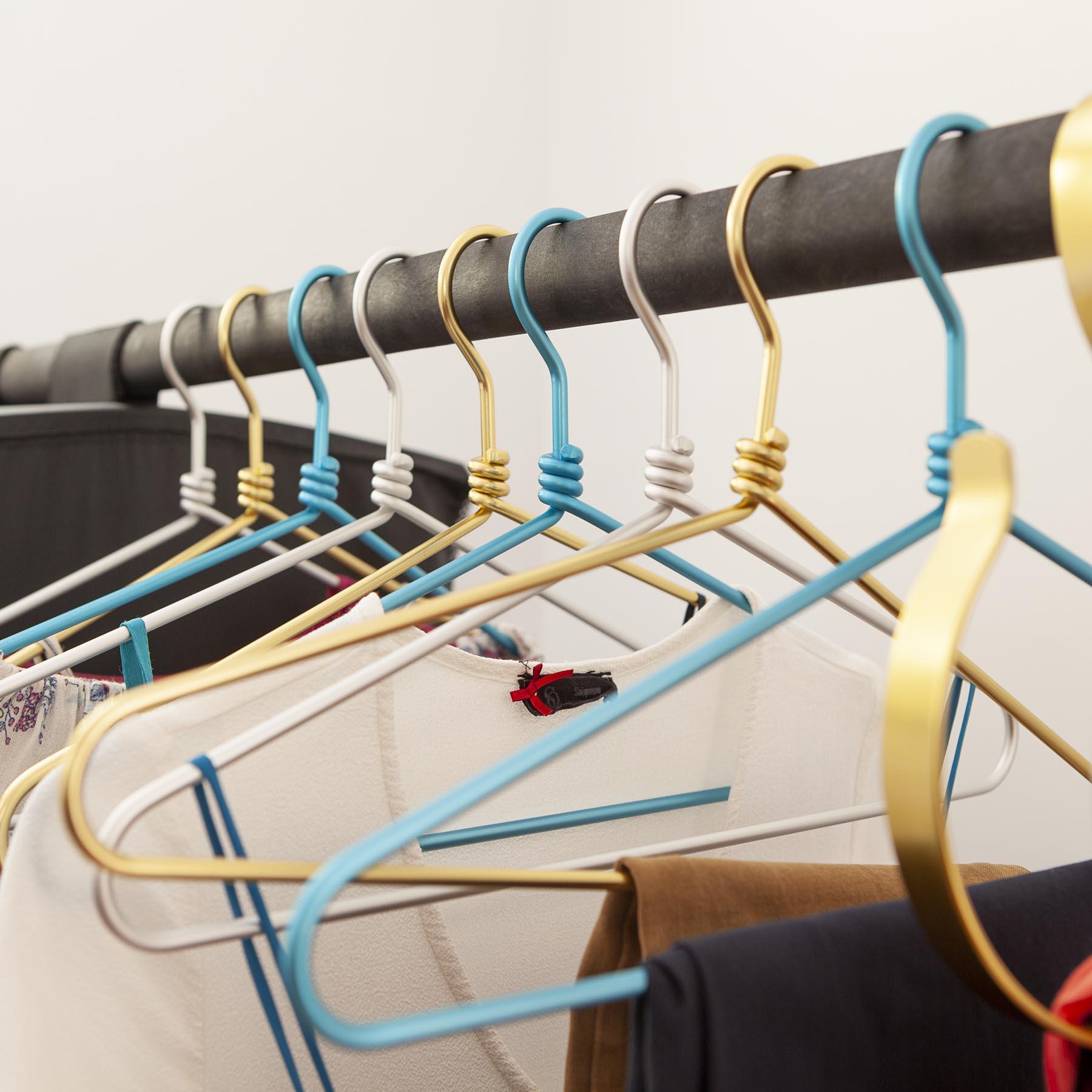 30 aluminium hangers - Golden / Silver / blue