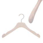 cintre pour robe en bois avec encoches