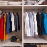 Ensemble de cintres pour tout vêtements femme. Des cintres de luxe modernes et en bois noble