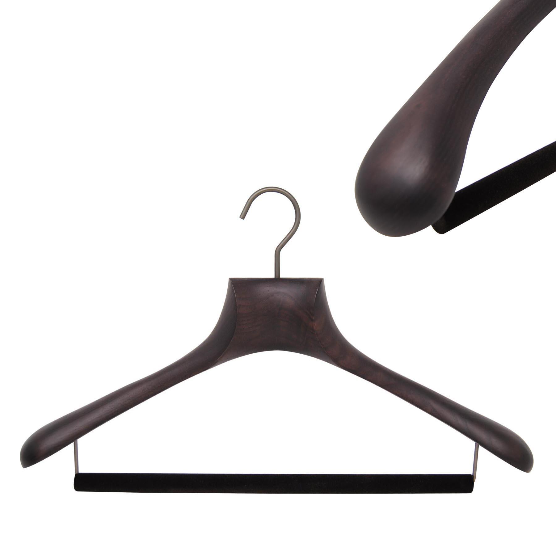 Cintre de luxe en bois pour costume homme avec barre velours antiglisse pour les pantalons
