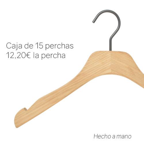 Percha de calidad en madera de fresno barnizada natural